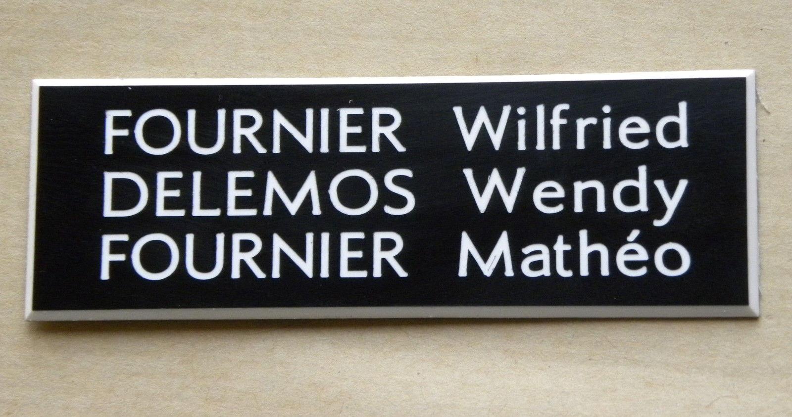 Les différents textes possibles sur une plaque de boîte aux lettres
